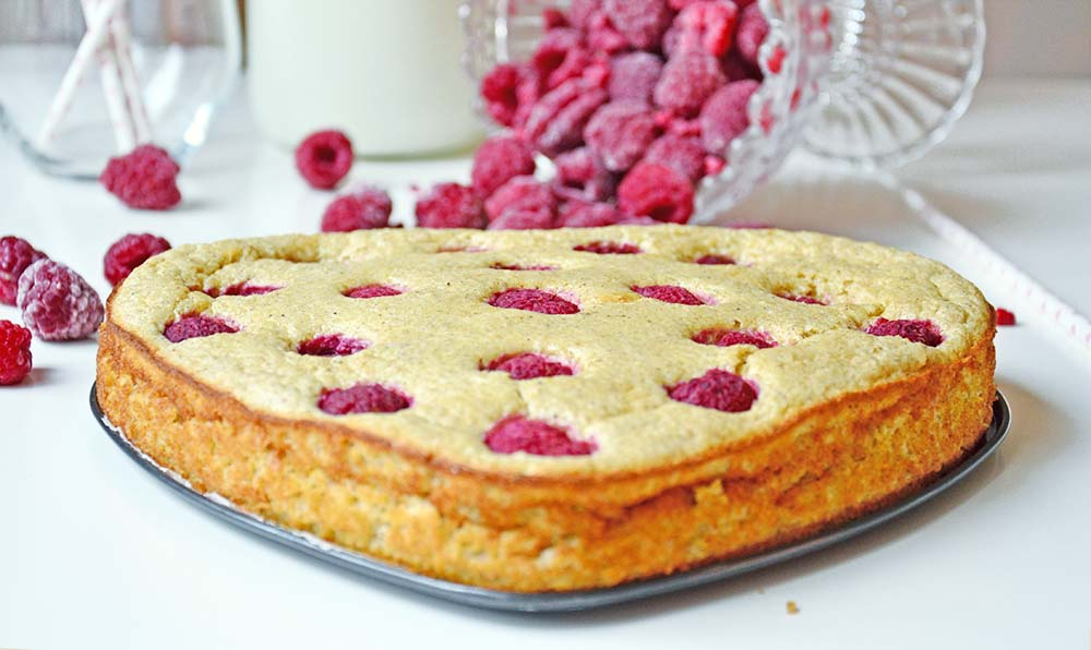 Healthy, sugarfree raspberry cake