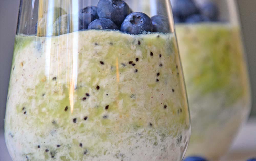 Kiwi blueberry overnight oats